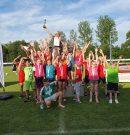 Tauchas Grundschulen stürmen Sportplatz